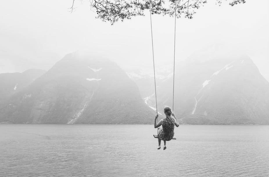 alice-le-guiffant-article-bonheur-balançoire-montagnes