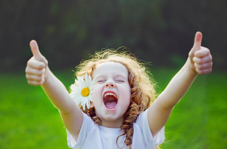 alice-le-guiffant-transformer-ses-emotions-enfant-riant